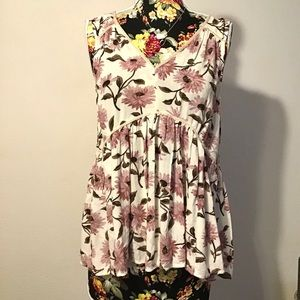 NWT American Eagle Outfitter spring floral top🌻